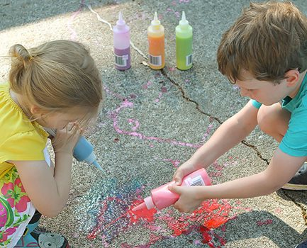Outdoor Creativity: DIY Squirtable Sidewalk Chalk