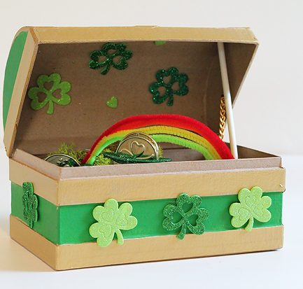 We're making these this year and including the free printable temporary tattoos inside - excited to see the kids' faces when they see what the leprechaun left behind.