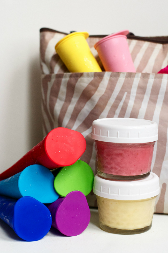 The post tells you exactly how to pack healthy smoothies in your kids' lunches without making a mess. Love this idea!