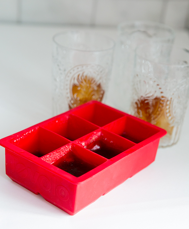How to make delicious coffee ice cubes for your iced coffee , just like the fancy coffee houses! This makes for such an impressive drink when having friends over!