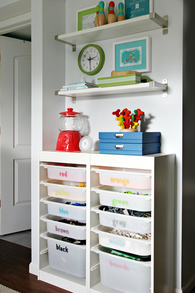 12 Tips to Setting Up the Ultimate Playroom - LOVE this space!