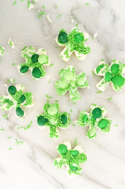 St. Patrick's Day Dessert: White Chocolate Shamrocks- this is so easy and fun to do with the kids!