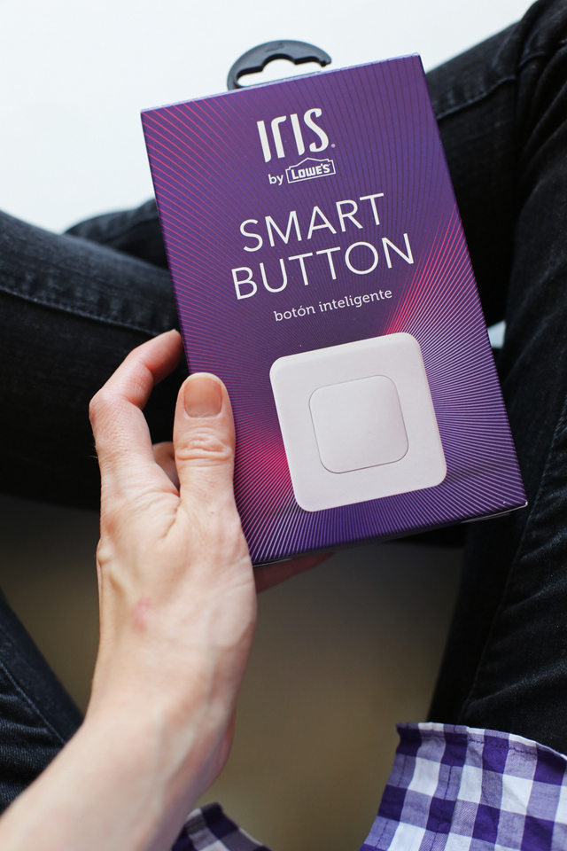 "How to set up a ""smart home"" to make your life so much easier! Motion sensors, smart phone compatible, and even smart fabs that will tell you where your kids are all the time- The Iris system from Lowe's is SO COOL! @Lowes"
