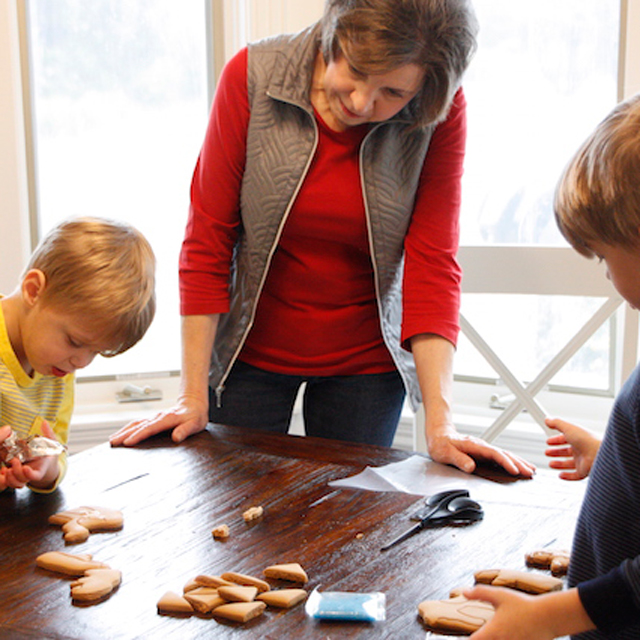 Parenting: Making Cookies with Grandma, Uninterrupted #ad #nobabyunhugged