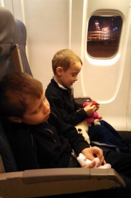 The Ultimate Guide on How to Fly with Toddlers When They Outnumber You